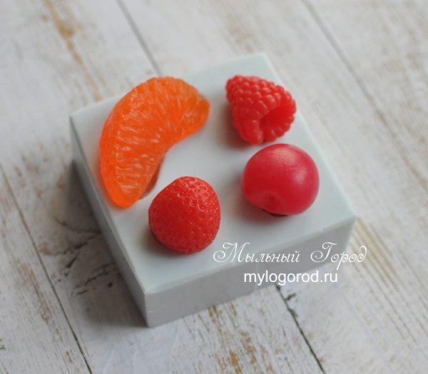 форма для свечей ягоды